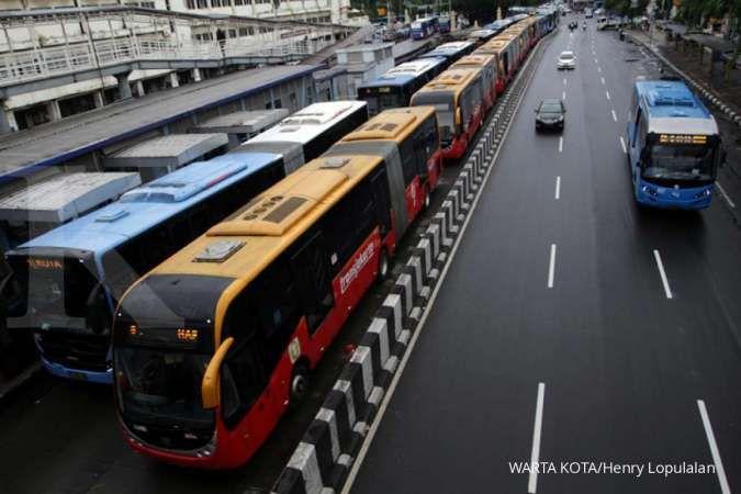 Penumpang Transjakarta menumpuk, social distancing measure jadi sia-sia