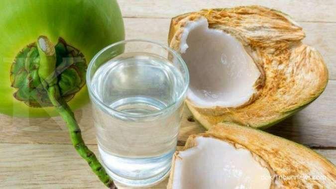 9 Manfaat air kelapa untuk kesehatan: mencegah gangguan jantung sampai ginjal