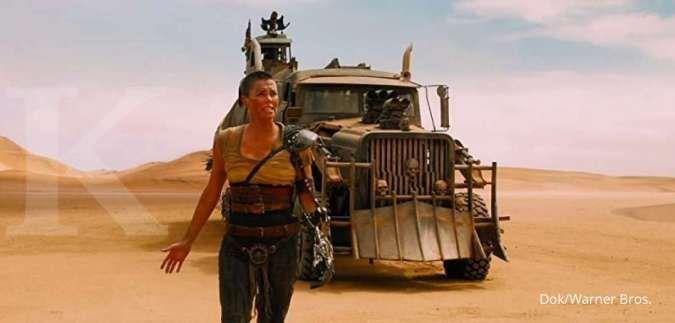 Charlize Theron menampilkan akting yang mengagumkan di film Mad Max: Fury Road (2015).