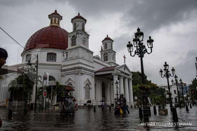 Cuaca hari ini di Jawa dan Bali: Semarang hujan sedang, Surabaya hujan petir