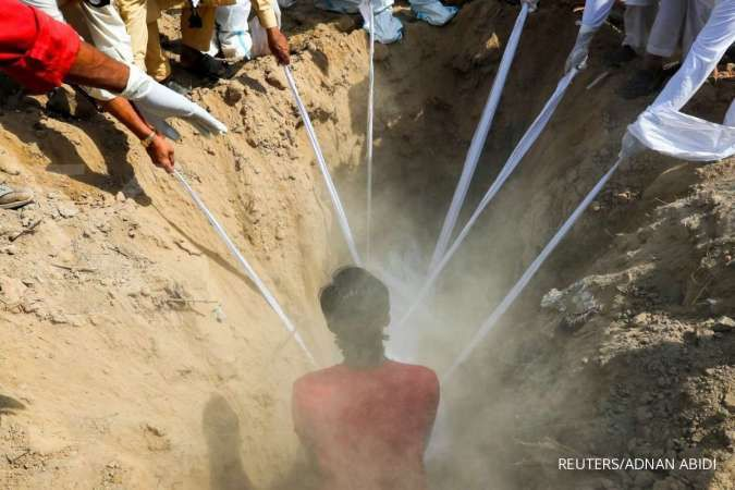 Penggali kubur di Mumbai bekerja shift 24 jam, tak pernah libur setahun terakhir
