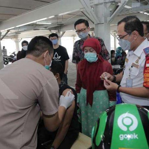 Pemerintah Kota Depok Gelar Vaksinasi Covid-19 untuk Mitra Driver Gojek dan Lansia