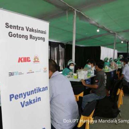 Sampoerna Laksanakan Vaksinasi Gotong Royong bagi Puluhan Ribu Karyawan Mitra Produksi Sigaret