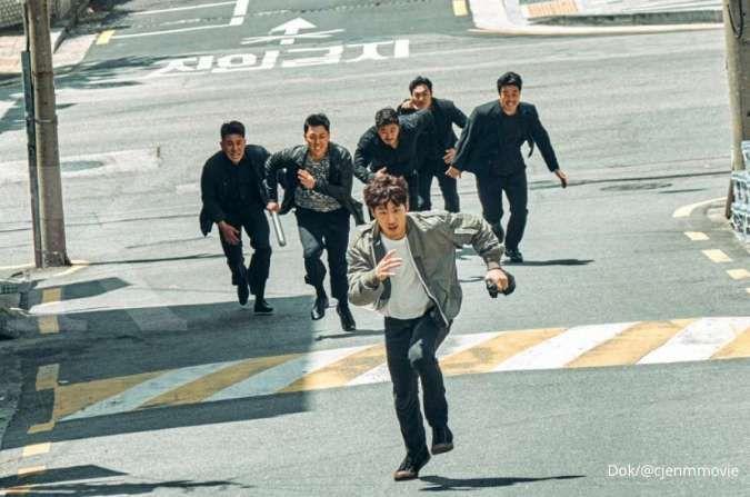 Sebelum drakor Deluxe Taxi, Lee Je Hoon dalam film Korea terbaru Collectors (2020)