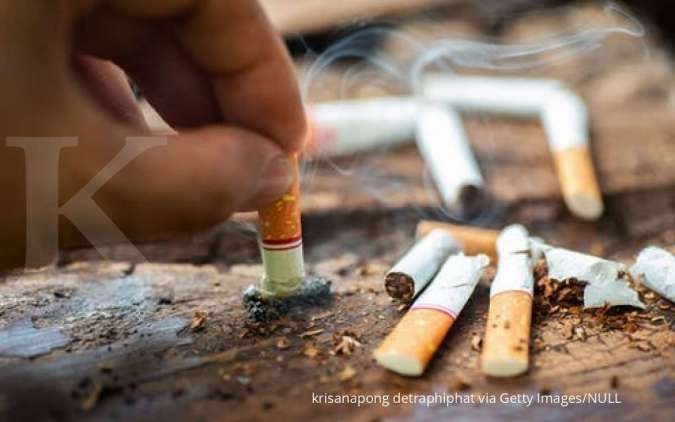 Berhenti merokok jadi salah satu cara menghilangkan bau mulut yang perlu Anda coba.