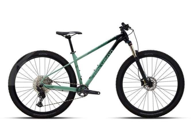 Lebih kece dengan warna baru, intip harga sepeda gunung Polygon Xtrada 6 terkini