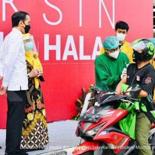 Presiden Joko Widodo, Saksikan Vaksinasi Covid-19 untuk Mitra Driver Gojek dan Lansia di Depok