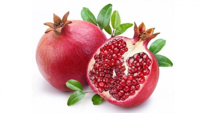 Ini manfaat minum infused water buah delima secara rutin untuk kesehatan tubuh