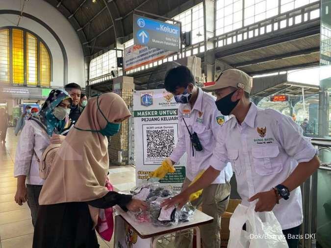Jelang PSBB, Baznas Bazis DKI bagikan masker bagi pekerja