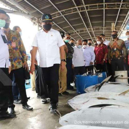 Tinjau Pelabuhan Perikanan di Cilacap, Menteri Trenggono Minta Digitalisasi Layanan Diperkuat