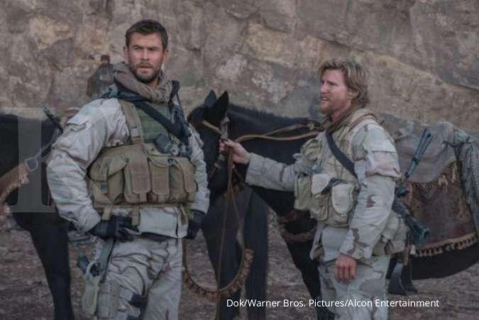 Bioskop Trans TV 8 Maret, ada film Outcast dan aksi Chris Hemsworth di 12 Strong
