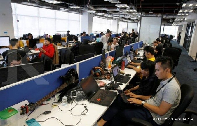 Employees of Traveloka are seen working at the company's headquarters in Jakarta, Indonesia, August 2, 2017. REUTERS/Beawiharta