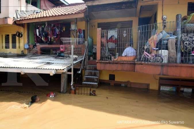 Banjir di Jalan Bina Warga Rawajati masih satu meter lebih pada Sabtu sore