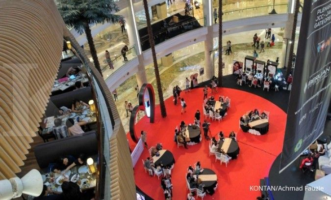 Banjir membuat tingkat kunjungan ke pusat perbelanjaan turun 30%