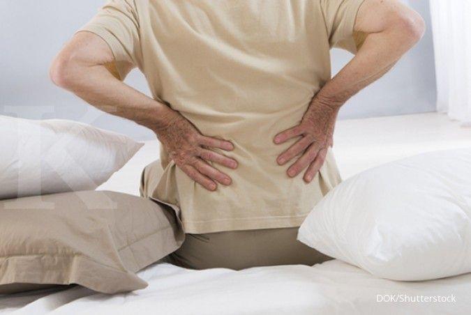 Nyeri punggung bisa terjadi akibat tekanan atau stres berlebih pada bagian punggung Anda.