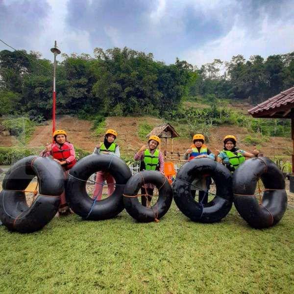 Seru banget! Desa Wisata Sindangkasih Garut tawarkan paket river tubing