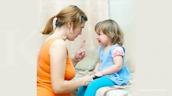 Jangan sampai terbawa emosi, ini cara tepat menghadapi anak yang tantrum