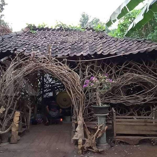 Seru! Wisatawan Bisa Mengunjungi Rumah Jawa Primitif Di
