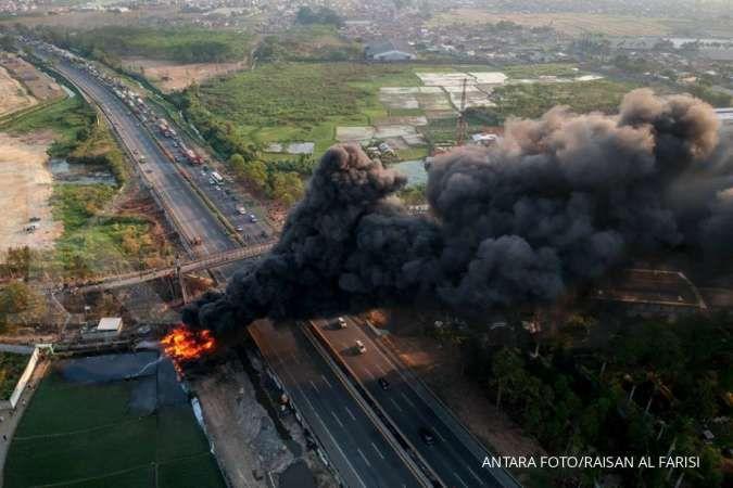 Jasa Marga alihkan arus lalu lintas akibat kebakaran pipa bahan bakar Pertamina