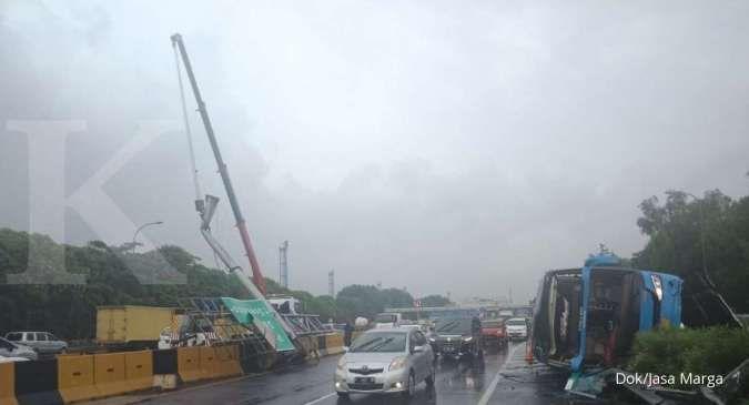 Supir mengantuk, bus Damri rute Bekasi-Bandara Soekarno-Hatta kecelakaan