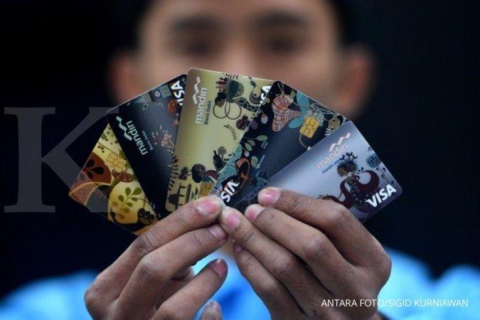 Simak jadwal pemblokiran kartu ATM lama Bank Mandiri, BNI, dan BCA