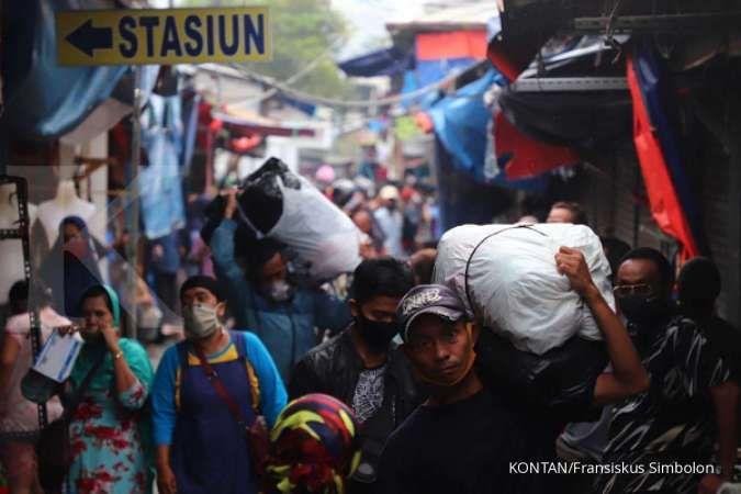 Pasar Tanah Abang disesaki warga di tengah PSBB