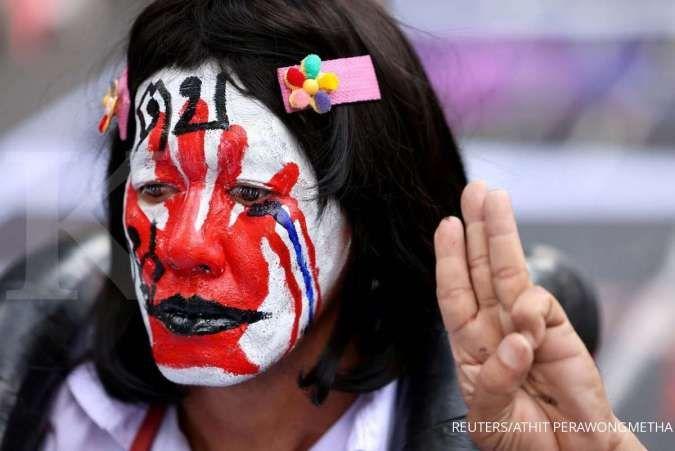 Ribuan orang berunjuk rasa memprotes pemerintah Thailand menuntut reformasi