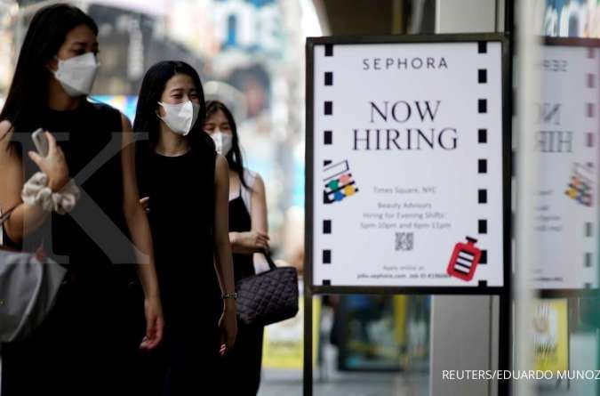 U.S. weekly jobless claims post biggest drop in three months