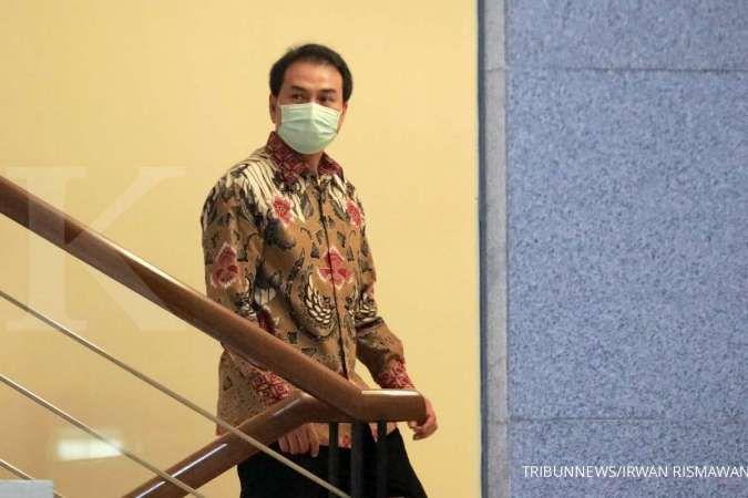 Azis Syamsuddin tiba di Gedung Merah Putih KPK pukul 19.54 WIB