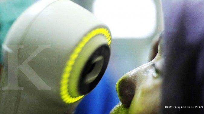 4 Cara mengobati sakit mata, bisa pakai bahan-bahan alami