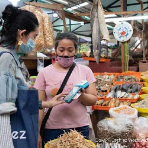 Cashlez Bersama Emditek Gaet 500 Pedagang Pasar Bersih Sentul City Terima Transaksi Nontunai