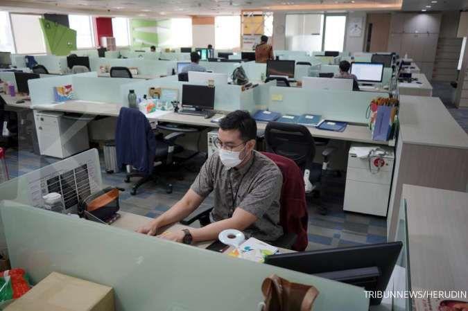 Tetap terapkan social distancing saat di kantor
