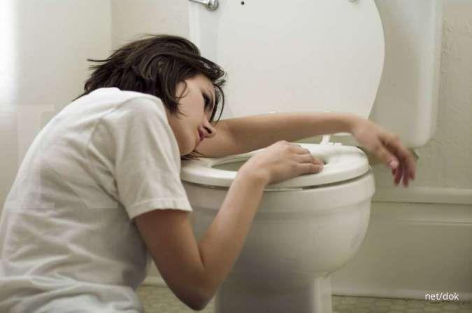 Salah satu ciri-ciri penyakit lambung adalah buang air besar berdarah.