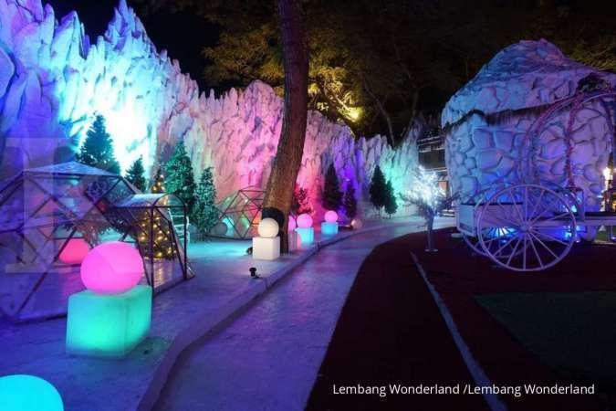 Unik, pengunjung bisa bermain salju di Lembang Wonderland