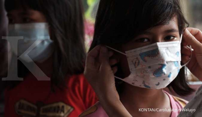 Begini caranya agar anak terbiasa memakai masker saat di luar rumah
