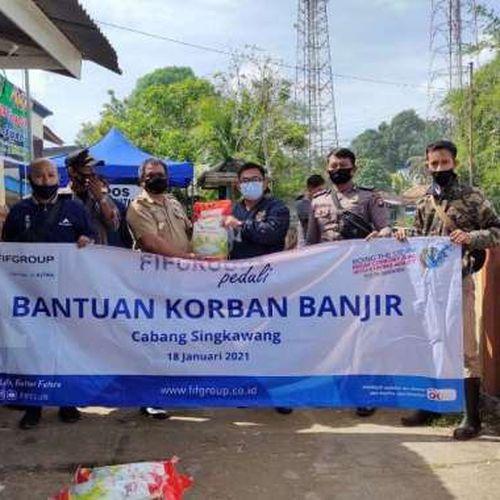 FIFGROUP Salurkan Bantuan Korban Banjir dan Gempa di 10 Titik  di Indonesia