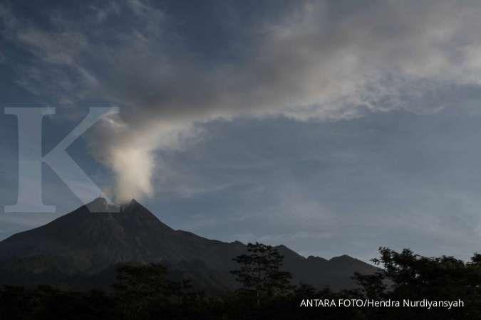 Lava mulai berguguran dari Gunung Merapi yang akan meletus