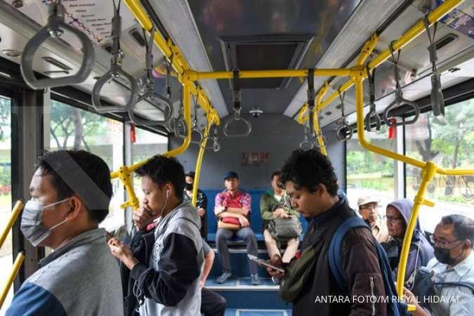 Jangan lupa, mulai hari ini jam operasional transportasi umum dibatasi