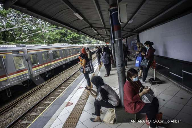 Maaf, penumpang KRL tidak boleh memakai masker scuba & buff saat menaiki kereta