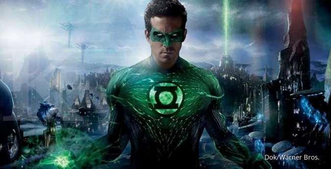 Alasan Ryan Reynolds sering membuat lelucon tentang film superhero Green Lantern yang gagal.