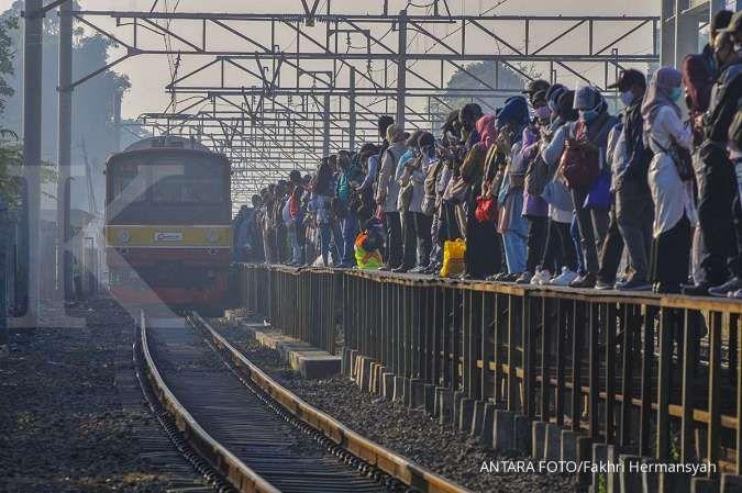 Mulai besok, alur antrean penumpang KRL di Stasiun Tanah Abang akan diubah