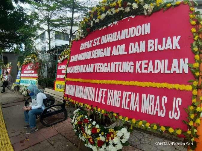 Sidang perdana Jiwasraya, nasabah Wanaartha Life kirim karangan bunga ke PN Jakpus