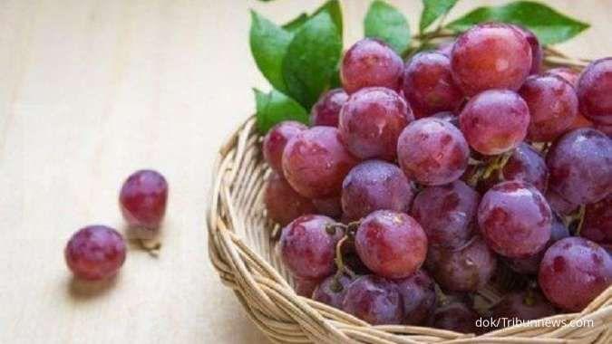 Anggur bisa Anda pakai sebagai obat susah BAB.