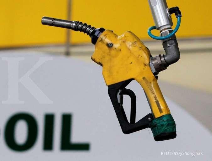 Penurunan pasokan AS mengangkat harga minyak menuju US$75 per barel
