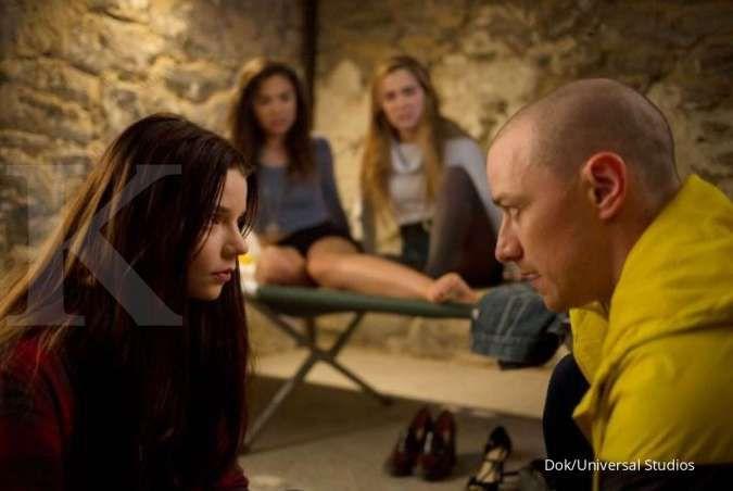 Anya Taylor-Joy dan James McAvoy di film Split