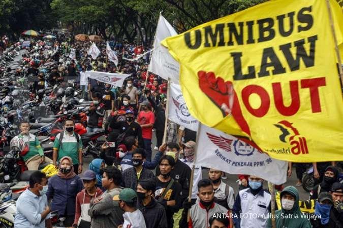 Demo tolak omnibus law bisa menekan pasar saham di jangka pendek
