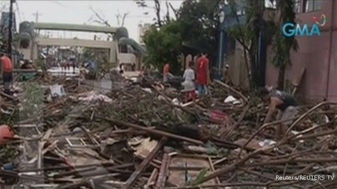 Strong typhoon cuts power, causes flooding in northern Philippines